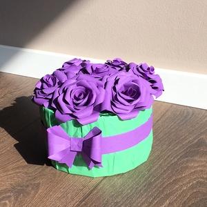 """Rózsabox, ami nem hervad el!, Dekoráció, Otthon & lakás, Esküvő, Papírművészet, 7 \""""szál\"""", papírból készült rózsa rózsadobozban, origami masnival díszítve.  A papírrózsák átmérője k..., Meska"""