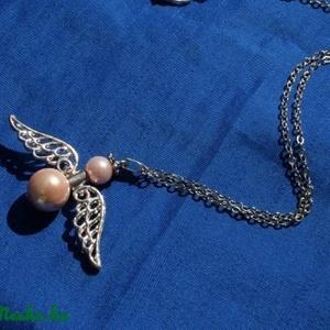 Óriás angyalkás  nyaklánc, Ékszer, Karkötő, Egy nagyon kedves, szép angyalkás nyaklánc, rózsaszínes  teklagyöngyökkel.       Angyalkák mindenhol..., Meska
