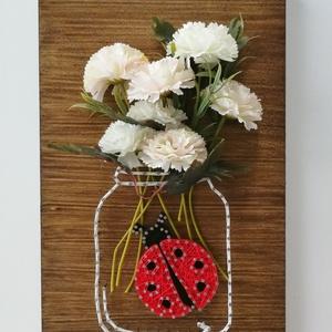 Váza virágokkal string art, befőttes üveg, mason jar string art, Gyerek & játék, Otthon & lakás, Dekoráció, Kép, Szövés, Bölcsis ballagásra, megrendelésre készült ez a string art kép, ami egy befőttes üveget ábrázol, rajt..., Meska