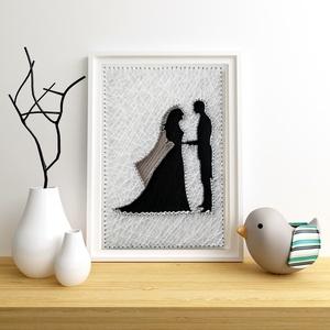 Esküvő, Nászpár, String art, Nászajándék,, Otthon & lakás, Lakberendezés, Dekoráció, Esküvő, Mindenmás, Szövés, 12mm-es nyír rétegelt lemezre, string art technikával készítettem a faliképet. A lemezt fehér fafest..., Meska