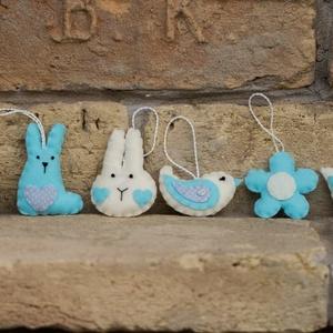 Húsvéti díszek 1., Húsvéti díszek, Ünnepi dekoráció, Dekoráció, Otthon & lakás, Varrás, Filcből készült húsvéti figurák.\n\nNyuszifej: 7,5 cm\nÜlő nyuszi: 7,5 cm\nTulipán: 5,5 cm\nMadárka: 6,5 ..., Meska