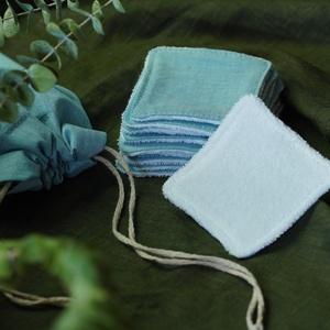 10 db arctisztító párna mosózsákkal, kék színben, hulladékmentes, zero waste, Szépségápolás, Arcápolás, Arctisztító korong, Varrás, A csomag tartalma: 10 darab arctisztító  párna (kb. 7x7 cm), és egy 13x16 cm-es mosózsák, amiben a 1..., Meska
