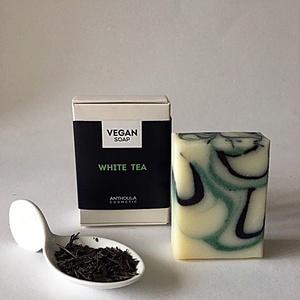 White Tea Vegán Szappan, Táska, Divat & Szépség, Szépség(ápolás), Kozmetikum, Krém, szappan, dezodor, Natúrszappan, Növényi alapanyagú szappan, Mindenmás, Szappankészítés, Az ár 1db szappanra vonatkozik!\n\nKézműves vegán szappanaink a mindennapi bőrápolást biztonságossá és..., Meska