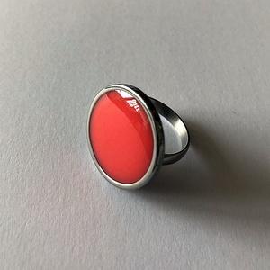 Műgyanta gyűrű pasztell piros, Ékszer, Gyűrű, Ékszerkészítés, Mindenmás, Állítható nemesacél gyűrű piros pigmenttel színezett műgyantával kiöntve\n\nGyűrű átmérője: 2 cm\n\nKézm..., Meska