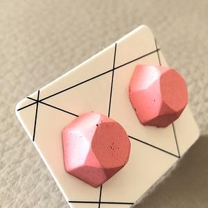 Beton fülbevaló bedugós sokszögű rózsaszín, Ékszer, Fülbevaló, Ékszerkészítés, Mindenmás, Finomszemcsés betonból öntött fülbevaló nemesacél alapon. Rózsaszín \n\nátmérő: 1,2 cm\n\n\nKézműves term..., Meska