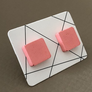 Beton fülbevaló bedugós négyzet rózsaszín, Ékszer, Fülbevaló, Ékszerkészítés, Mindenmás, Finomszemcsés betonból öntött fülbevaló nemesacél alapon. Rózsaszín\n\nméret: 1,2 cm\n\n\nKézműves termék..., Meska