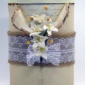 Díszdoboz - A cappuccino, Dekoráció, Otthon & lakás, Esküvő, Lakberendezés, Tárolóeszköz, Papírművészet, Újrahasznosított alapanyagból készült termékek, 5 fehér eperfából készült papír-liliomok a fő díszei ennek a doboznak. Minden virág egyedi kézműves ..., Meska