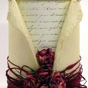 Díszdoboz - Antik borvörös, Dekoráció, Otthon & lakás, Esküvő, Lakberendezés, Tárolóeszköz, Papírművészet, Újrahasznosított alapanyagból készült termékek, Oldalán 5, tetején 3 borvörös eperfából készült papírrózsák a díszei ennek a doboznak. Minden virág ..., Meska