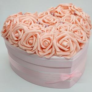 Rózsadoboz - Könnyed romantika, Esküvő, Nászajándék, Szerelmeseknek, Ünnepi dekoráció, Dekoráció, Otthon & lakás, Lakberendezés, Festett tárgyak, Virágkötés, Megvan az ajándék és egyedi csomagolásban adnád át?\nVan egy doboznyi édességed, de a bolti csomagolá..., Meska