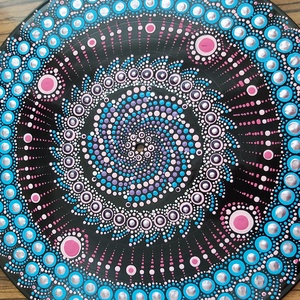 Mandala festés, Otthon & lakás, Dekoráció, Dísz, Festett tárgyak, A bakelit nagylemez, saját készítésű, egyedi termék,mely 30 cm átmérőjű, mindkét oldalán különböző m..., Meska