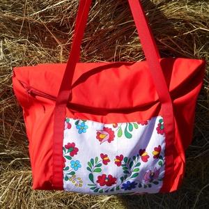 Piros vízhatlan   magyaros mintával egyterű nagy váll táska, Táska & Tok, Kézitáska & válltáska, Nagy pakolós táska, Varrás, Egyterű erős de könnyű táska sokat lehet bele pakolni\n 10 kg -ig terhelhető\nbélelt cipzárral zárható..., Meska