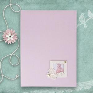 BABAKÖNYV - A4-es gyűrűs album, Könyv, Papír írószer, Otthon & Lakás, Könyvkötés, Gravírozás, pirográfia, Pasztell rózsaszín vászonnal kötött babás emlékkönyv. A borítón fehérre festett fa képkeretbe csúszt..., Meska