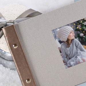 Ezüst vászon mintázatú ALBUM ablakos borítóval, Otthon & Lakás, Papír írószer, Album & Fotóalbum, Könyvkötés, Finoman csillogó, ezüst fotóalbum, enyhe vászon hatású mintázattal.\nKitűnő ajándék, akár üresen adod..., Meska