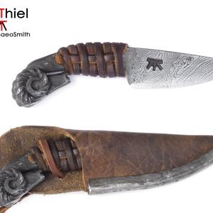 Kosfejes nyakkés csavart damaszk pengével, bőrfonatos markolattal és bőrtokkal, [Kb_07a] (adithiel) - Meska.hu