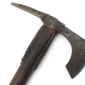 Nyelezett kovácsolt acél szakállas székely fokos, rövid, égetett és olajozott tölgyfa nyéllel , [FN_04a] (adithiel) - Meska.hu