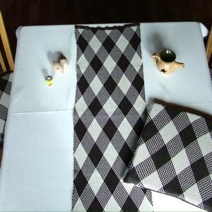 Kötött étkező garnitúra, Terítő, Konyhafelszerelés, Otthon & Lakás, Varrás, Kötés, Étkezőhőz szivacs kötött ülőpárna ( mindkét oldalán kötött , cipzáros huzat) + asztali kötött futó\nS..., Meska