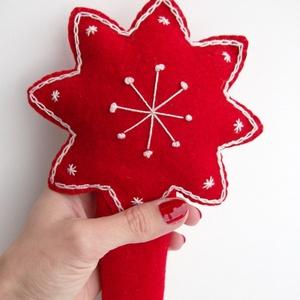 Hímzett, egyedi karácsonyfadísz, csúcsdísz, betlehemi csillag, piros-fehér, Otthon & Lakás, Karácsony & Mikulás, Karácsonyfadísz, Hímzés, Varrás, Piros filcből készítettem csillag alakú csúcsdíszt, mely igazán különlegessé varázsolhatja karácsony..., Meska