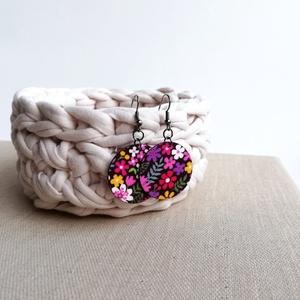 Lila-pink-sárga csupa virágos Midi textilfülbevaló, Ékszer, Lógós kerek fülbevaló, Fülbevaló, Csupa virágmintás, vidám textilből készült ez a fülbevaló. Pillekönnyű viselet, szinte alig érzed, h..., Meska