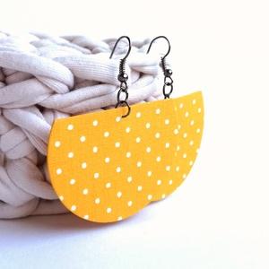 Sárga pöttyös Félhold textil ékszer, Ékszer, Lógós fülbevaló, Fülbevaló, Különleges félkör alakú fülbevaló sárga alapon pöttyös textilből. Kívánságod szerint választhatsz az..., Meska