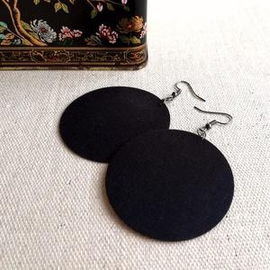Fekete egyszínű MAXI textilfülbevaló - Tél színei, Ékszer, Fülbevaló, Lógós kerek fülbevaló, Ékszerkészítés, Egyszínű fekete minőségi patchwork anyagból készítettem Neked ezt a fülbevalót.\n\nEzüst színű, nikkel..., Meska
