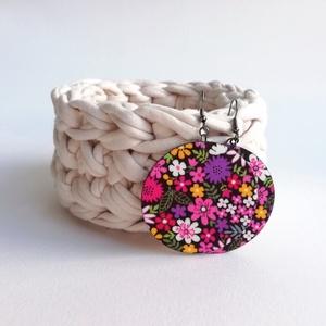 Lila-pink-sárga csupa virágos Maxi textilfülbevaló, Ékszer, Lógós kerek fülbevaló, Fülbevaló, Csupa virágmintás, vidám textilből készült ez a fülbevaló. Pillekönnyű viselet, szinte alig érzed, h..., Meska