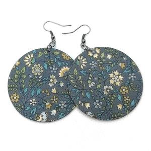 Kékesszürke alapon pasztell virágos Maxi textil ékszer - többféle variációban, Ékszer, Lógós kerek fülbevaló, Fülbevaló, Különleges mintajú fülbevaló kékesszürke alapon virágos textilből. Kívánságod szerint választhatsz a..., Meska