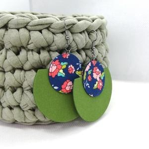 Kék-zöld csupa virágos Félhold Extra - variálható textilfülbevaló, Ékszer, Lógós fülbevaló, Fülbevaló, Kék alapon virágmintás textilből készült, félhold alakú fülbevaló, ahol az egyszínű részt kedved sze..., Meska