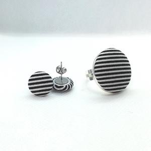 Fekete-fehér csíkos ékszerszett MINI textil fülbevaló + gyűrű  , Ékszer, Ékszerszett, Fekete-fehér csíkos anyaggal bevont gombokból készítettem ezt az ékszerszettet. Egy fülbevaló egy gy..., Meska