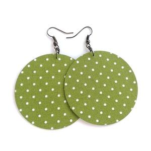 Aranyló zöld alapon pöttyös Maxi textilfülbevaló, Ékszer, Fülbevaló, Lógós kerek fülbevaló, Meleg, aranyló zöld alapon pöttyös textilből készült ez a fülbevaló. Pillekönnyű viselet, szinte ali..., Meska