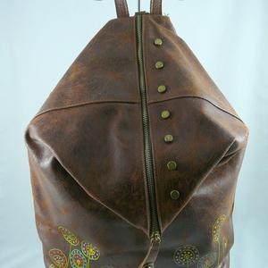 Extravagáns, nagyméretű, valódi marhabőr háti táska. Vintage forma! Egyedi, kézzel festett motívummal!, Táska & Tok, Hátizsák, Hátizsák, Extravagáns, nagyméretű, VINTAGE háti... Kiváló, minőségi marhabőrből készült, biztonságos háti tásk..., Meska