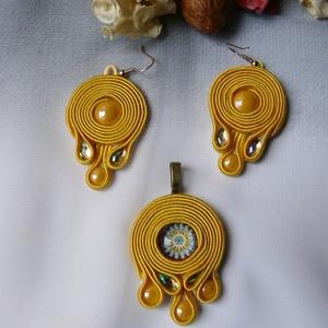 Exkluzív sárga mandalás sujtás ékszergarnitúra , Ékszer, Ékszerszett, Egyedi tervezésű sujtás ékszer. Saját festésű üveg kabosonokkal, csiszolt kövekkel vagy üvegmozaikka..., Meska