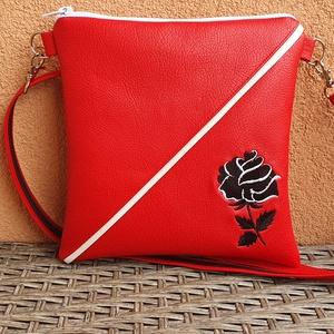 Piros, Táska & Tok, Kézitáska & válltáska, Vállon átvethető táska, Akár séta, buli vagy város nézés, ez a kis táska bárhova használható:). Pénztárca, zsebkendő, telefo..., Meska