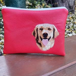 Labrador :) , Táska & Tok, Neszesszer, Piros textilbőrből készült neszesszer.  A hímzés gépi hímzés.A neszesszer táskamerevítővel van merev..., Meska