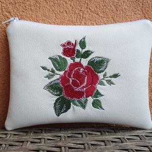 Rózsa 1.0, Táska & Tok, Neszesszer, Fehér textilbőrből készült neszesszer.  A hímzés gépi hímzés.A neszesszer táskamerevítővel van merev..., Meska