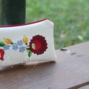 Kalocsa, Táska & Tok, Pénztárca & Más tok, Textilbőrből készült bármitartó. Természetesen használhatod akár kártyatartónak, pénztárcának...vagy..., Meska