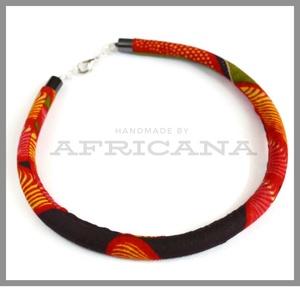 Afrikai stílusú fekete piros  mintás kötélékszer, nyaklánc, autentikus afrikai textiliából, , Ékszer, Nyaklánc, Ékszerkészítés, Varrás, Autentikus afrikai pamut textiliával vontam be 0,8 cm vastag szintetikus kötelet. Az anyag mintája, ..., Meska
