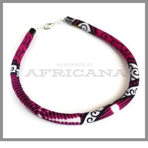 Afrikai stílusú lila fehér  mintás kötélékszer, nyaklánc, autentikus afrikai textiliából, , Ékszer, Nyaklánc, Ékszerkészítés, Varrás, Autentikus afrikai pamut textiliával vontam be 0,8 cm vastag szintetikus kötelet. Az anyag mintája, ..., Meska