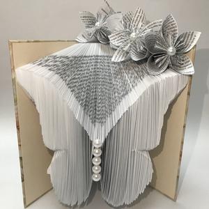 Gyöngyös pillangó, Művészet, Más művészeti ág, A gyöngyös pillangó hajtással készült könyvszobor. Bármilyen alkalomra kiváló ajándék, legyen az név..., Meska