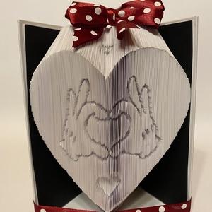 """Szívben Mickey egér kéz , Művészet, Más művészeti ág, A """"Szívben Mickey egér kéz"""" egyedi tervezésű könyvszobor. Kiváló és időtálló ajándék meserajongónak,..., Meska"""