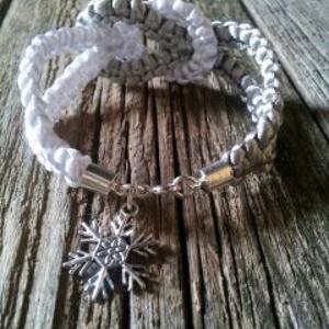 Ezüst- fehér  karkötő hópihével  (Agica23) - Meska.hu