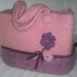 Rózsaszín álom-kötött,nemezelt táska, Táska & Tok, Kézitáska & válltáska, Válltáska, Izlandi gyapjúból kötöttem ezt a táskát.Mikor elkészült mosógépben nemezeltem ,majd formára igazgatv..., Meska