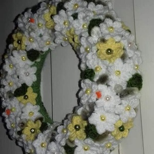 Tavaszi rét-Kötött koszorú,horgolt díszítéssel - Meska.hu