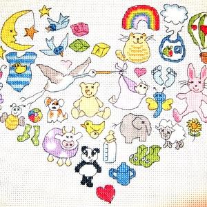 Baba születik, Gyerek & játék, Gyerekszoba, Baba falikép, Dekoráció, Otthon & lakás, Hímzés, 25x20 cm, kedves kis kép, születendő kislánynak (nevet, dátumot is hímzek rá!), keretezett faliképne..., Meska