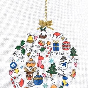 Karácsonyi gömb, Karácsonyfadísz, Karácsony & Mikulás, Hímzés, 25x15 cm-es keresztszemes hímzés, keretezett faliképnek ajánlom., Meska
