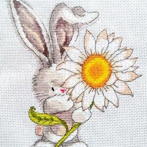 Bebunni - Virágot neked, Gyerek & játék, Gyerekszoba, Dekoráció, Otthon & lakás, Kép, Hímzés, 16x22 cm keresztszemes hímzés, Meska