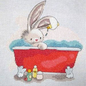 Bebunni - Nyuszi relax a fürdőben, Kép & Falikép, Dekoráció, Otthon & Lakás, Hímzés, Kb. 20x20 cm keresztszemes hímzés, faliképnek ajánlom, Meska
