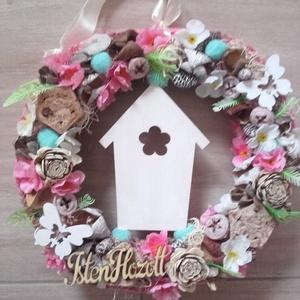 ISTEN HOZOTT  virágos  kopogtató KÉSZTERMÉK, Dekoráció, Otthon & lakás, Lakberendezés, Ajtódísz, kopogtató, Húsvéti díszek, Ünnepi dekoráció, Virágkötés, Mindenmás, Olyan a dísz akár a tavaszi szellő. Friss, üde a szabadba hívógató.\nNyári ajtódísz apró színes virág..., Meska