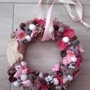 UNIKORNIS egyszarvú -rózsaszín kopogtató, ajtódísz, Dekoráció, Otthon & lakás, Lakberendezés, Ajtódísz, kopogtató, Virágkötés, Mindenmás, Most nagyon népszerű az egyszarvú vagyis unikornis a lányok, hölgyek körében.\nAz alap egy részét róz..., Meska