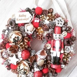 DIÓTÖRŐ adventi-karácsonyi ajtódísz  kopogtató,  RENDELHETŐ, Otthon & Lakás, Karácsony & Mikulás, Karácsonyi képeslap, Virágkötés, Mindenmás, A klasszikus karácsony jellemzői a piros, a zöld és a fehér, egy kis kockás anyag, és némi játékossá..., Meska