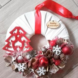 KARÁCSONYI FENYŐFA karácsonyi-adventi KOPOGTATÓ AJTÓDÍSZ, Otthon & lakás, Dekoráció, Ünnepi dekoráció, Karácsonyi, adventi apróságok, Karácsonyi dekoráció, Mindenmás, Virágkötés, A piros-fehér kettőse nálam a kedvenc, egyszerűen nem tudom megunni, bocsánat érte...\nSzép dísze leh..., Meska